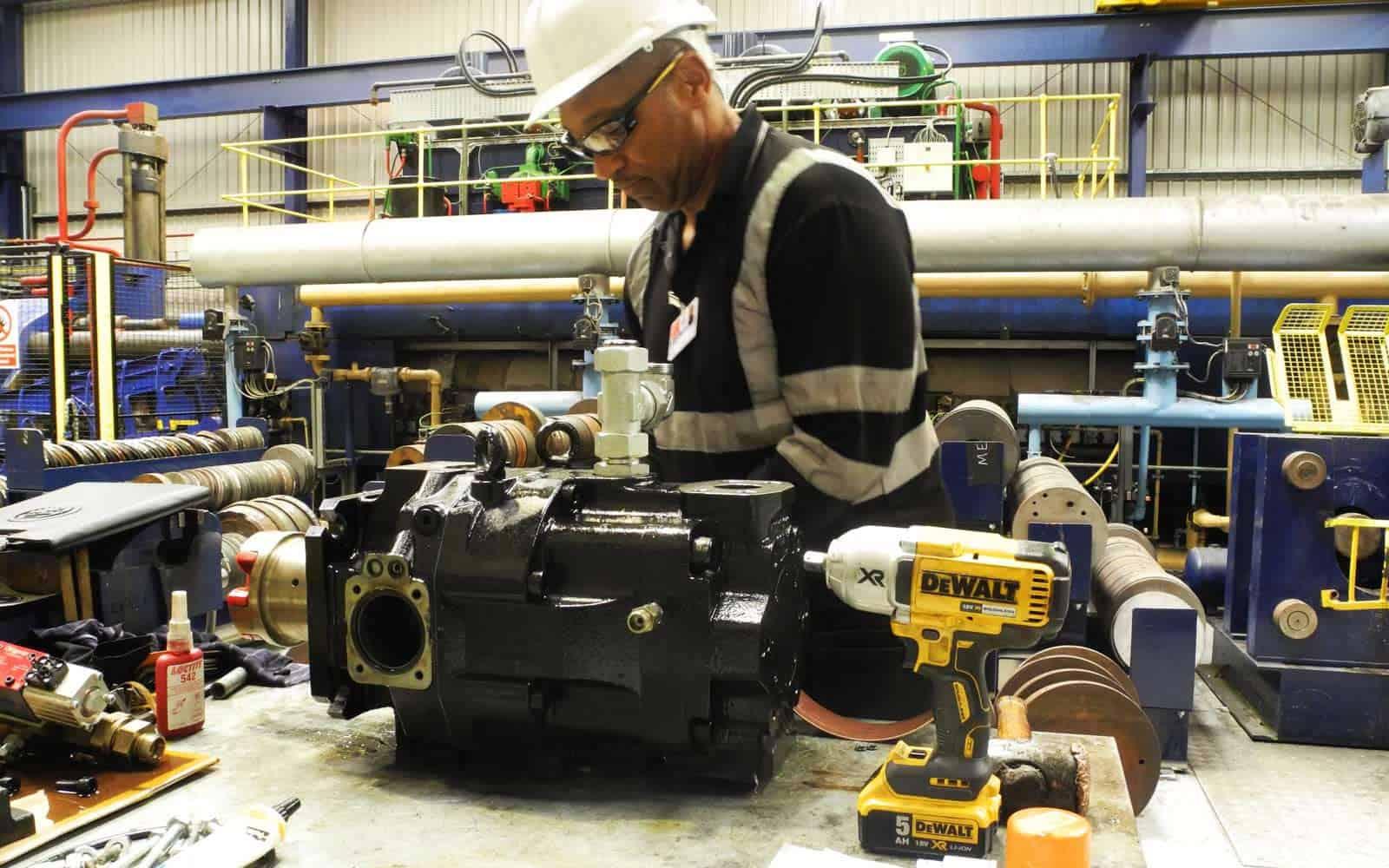 kevin from Hydrapress repairing hydraulics